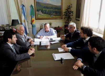 Se firmó el contrato para avanzar con la construcción de la pileta del CEF 42