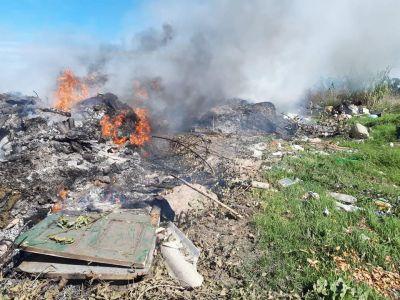 Los concejales de Unidad Ciudadana denunciaron la quema de bidones con agrotoxicos en el basural de Vivoratá