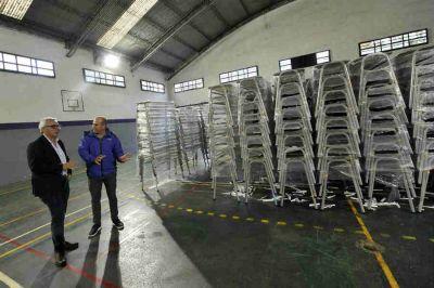Tigre entrega sillas y bancos nuevos para 4500 alumnos de las escuelas primarias públicas