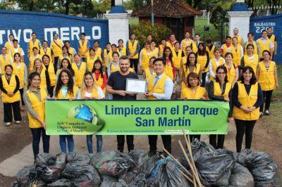 Iglesia realizó campaña de limpieza ambiental en Parque San Martín