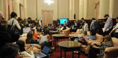 Senado: El blanqueo laboral arrancó mal por el faltazo de la CGT
