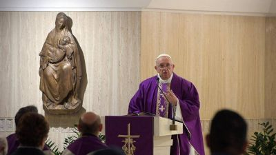 """El Papa: no ceder al fracaso, lleva a vivir de """"plañideras frustradas"""""""