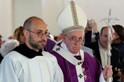 El Papa lleva de retiro espiritual a los enemigos de una cruenta guerra civil