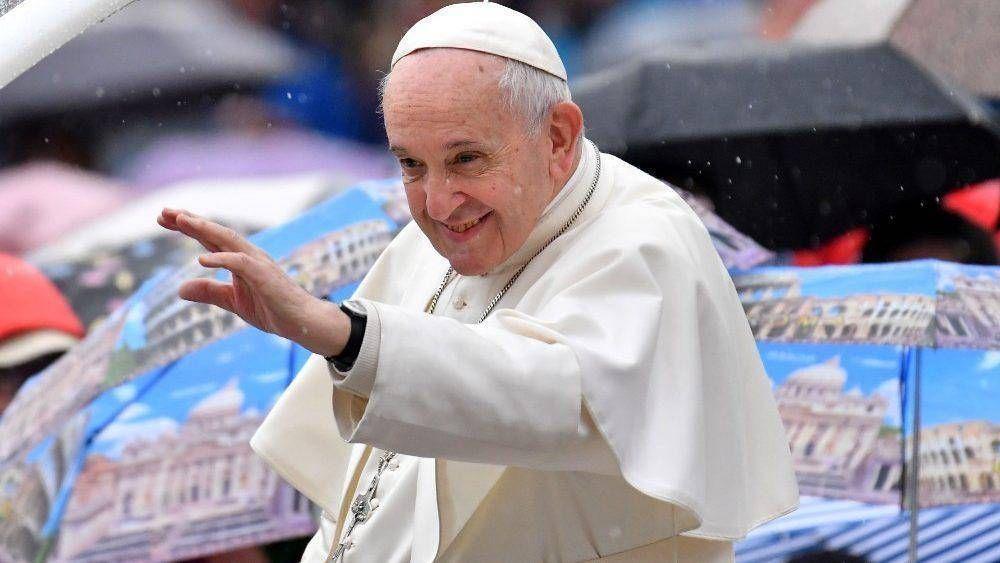 El Papa: todos somos deudores ante Dios, es el misterio de la luna