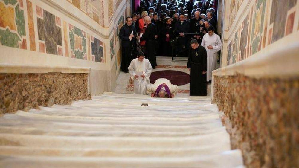 Por primera vez en tres siglos, el Vaticano exhibe la escalera de mármol que subió Jesús durante su juicio