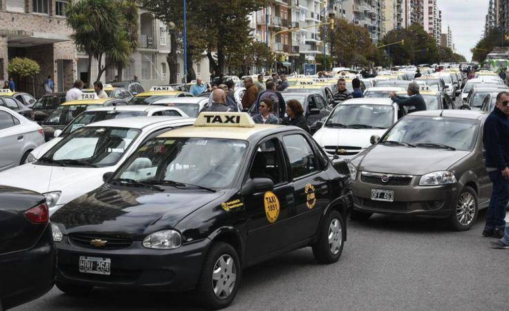 Taxistas y remiseros se movilizaron por calles y avenidas en repudio a los Uber