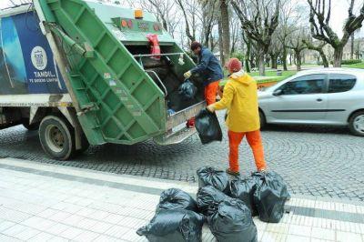 """Claudio Fuentes, respecto a la recolección de residuos: """"Nunca estamos tres o cuatro días sin recolectar en algún lugar"""""""