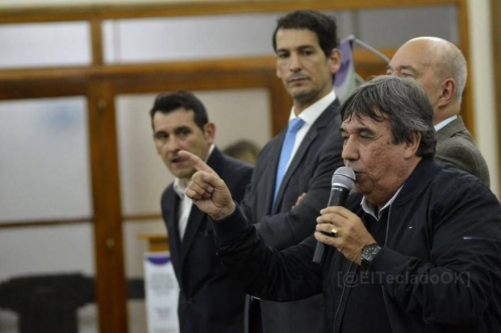 Rubén García advierte a legisladores e intendentes: