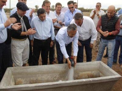 Cornejo estuvo en Alvear y probó el acueducto Bowen-Canalejas