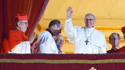 """Cuando Scola dijo a los suyos: """"Voten por Bergoglio"""". Secretos del Cónclave que cambió la Iglesia"""