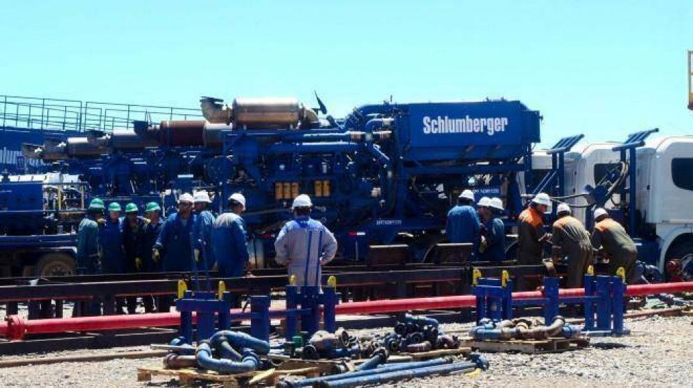 Schlumberger inició suspensiones por el freno a inversiones en Vaca Muerta