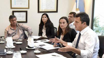 Massa siembra tensión entre Macri y Carrió con la ley de góndolas