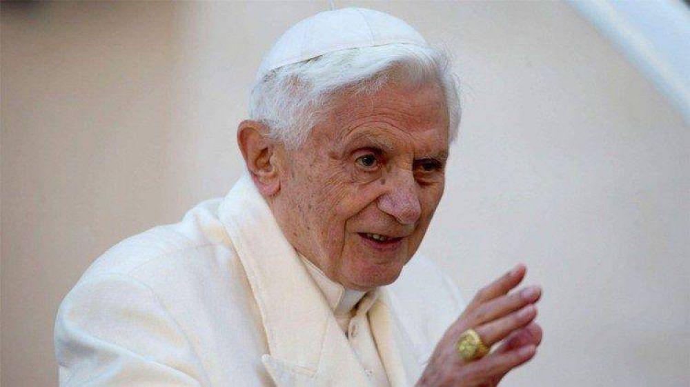 """Los 92 años de Benedicto y ese """"camino penitencial"""" que une a dos pontificados"""