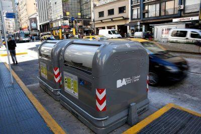 Polémica por los contenedores que se abren con tarjeta magnética sobre Corrientes