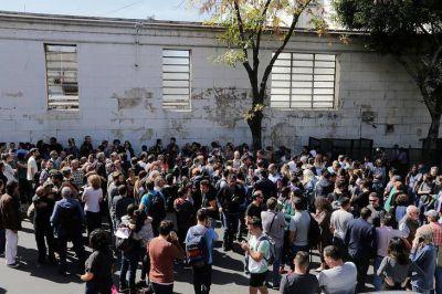 Despidos masivos en Clarín: los trabajadores responden con un paro