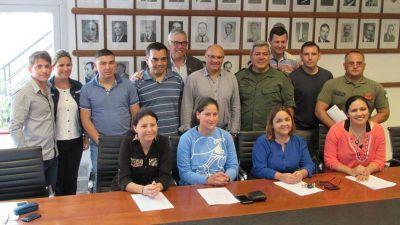 Balcarce: el intendente Reino entregó lotes a integrantes de Gendarmería