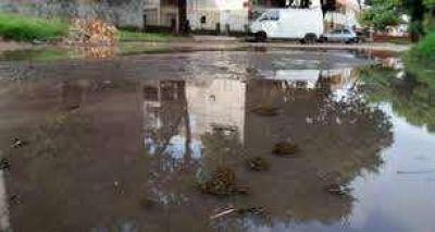 En Quequén, quiso conectarse a la red cloacal pero inundó el barrio