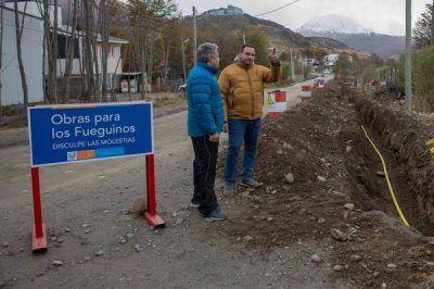 Extienden las obras de agua y cloacas para un nuevo sector en el Valle de Andorra