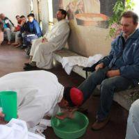 El obispo lavó los pies de internos de la cárcel de Batán