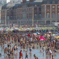 Cruzada contra el plástico: Mar del Plata prohibió el uso de sorbetes en las playas