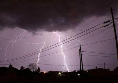 Fuerte tormenta dejó a varios barrios sin energía eléctrica