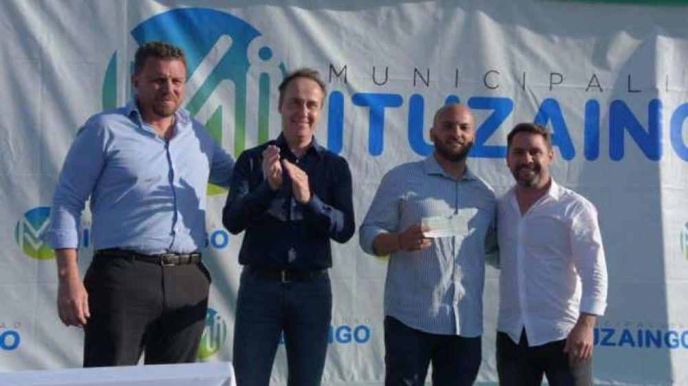 El Municipio entregó maquinarias y un subsidio de 120 mil pesos para continuar la obra de la Ciudad Deportiva del Club Atlético Ituzaingó