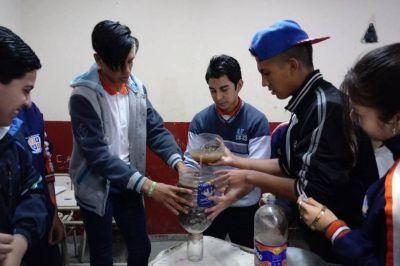 Un grupo de estudiantes tucumanos creó un dispositivo para purificar el agua con arsénico