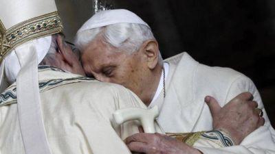 Bergoglio, Ratzinger y el Señor que aplaca las tormentas