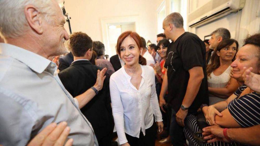 Cristina ya está en campaña y le hizo un guiño a Magnetto