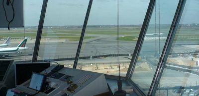 Pelea voto a voto por estratégico gremio de controladores aéreos
