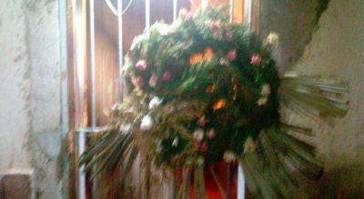 Denunciante del Surrbac que sobrevivió a un intento de asesinato ahora recibió una corona fúnebre en su casa