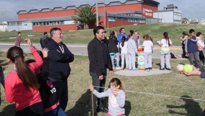 """Con más de 1.000 alumnos haciendo atletismo, comenzó la """"Colegial Pura"""" 2019"""