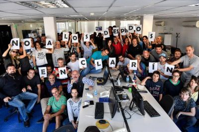 Trabajadores de Página/12 y Télam denuncian que no les permiten informar sobre los despidos en Clarín