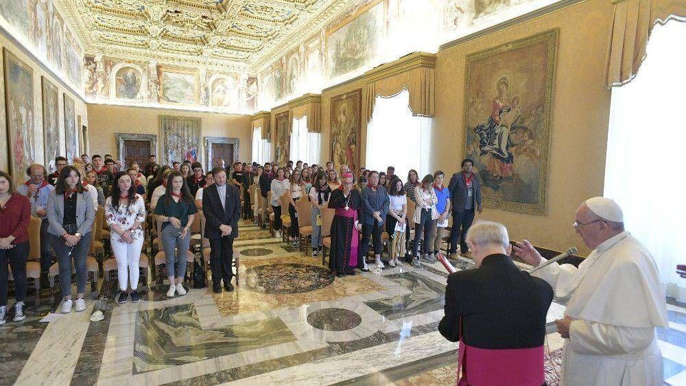 """El Papa a jóvenes franceses: """"La Iglesia necesita su ímpetu, sus ideas y su fe"""""""