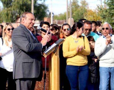 """El intendente interrumpido por los aplausos durante un discurso que apeló al orgullo por la """"identidad local"""""""