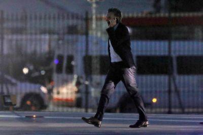 En la Casa Rosada: una mañana de silencios, el llamado a aguantar y los datos del gurú