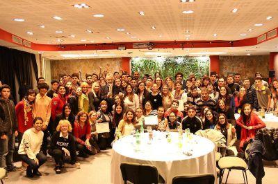 El gobernador celebró con los alumnos de las escuelas generativas el premio WSIS
