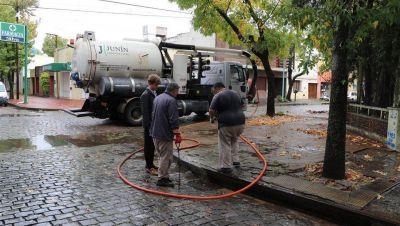 Obras Sanitarias limpió desagües pluviales tras las lluvias
