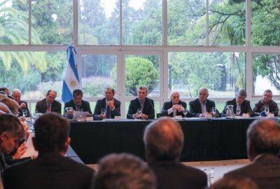 Se sienta Macri en la Mesa de Vaca Muerta para conseguir dólares que le den aire de cara a octubre