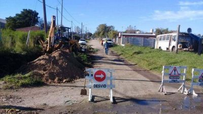 Comenzó la obra de extensión de la red cloacal en el Barrio Movediza