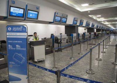 Por el paro, cinco aerolíneas cancelan sus vuelos previstos para el martes