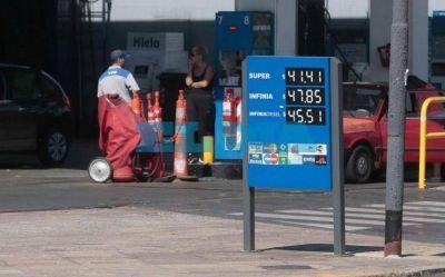Proyectan para mayo aumentos de naftas del 5% y compromete la inflación al Gobierno