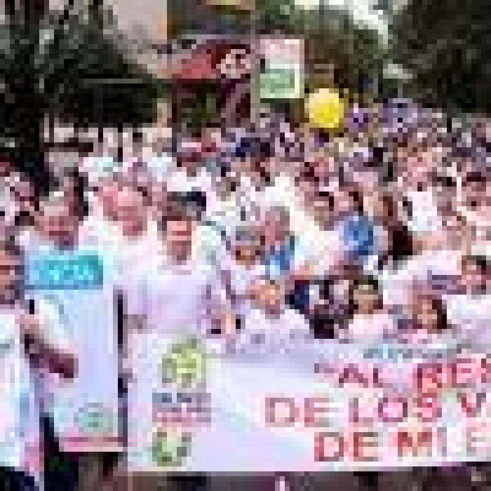 Miles marchan por la familia y los valores en Paraguay