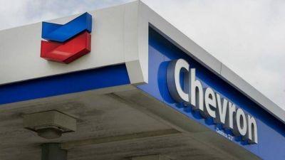 Los motivos por los que la gasolina cuesta más en Chevron y Shell, señaladas por López Obrador