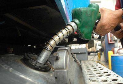 Axion sube 6% el precio de las naftas y el gasoil por el aumento del dólar y el crudo
