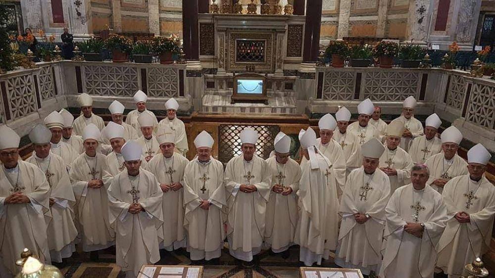 Los obispos comenzaron su visita al Vaticano y Francisco los recibirá el jueves