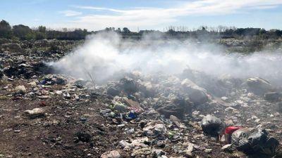 El municipio sofoca incendios en el basural