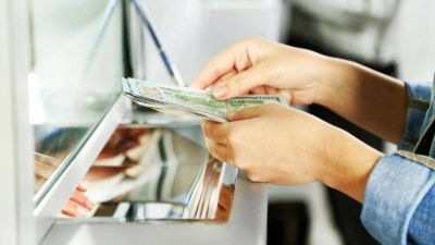 Bancarios acuerdan un aumento de 19,5% más un bono de $12.500