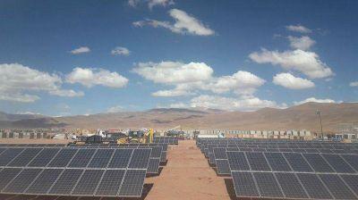 En medio de la Puna, avanza la megaplanta solar más grande de Sudamérica