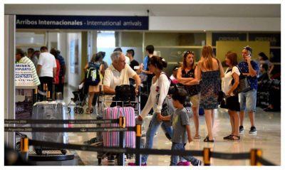 Crece la oleada de marplatenses que se van del país por la crisis